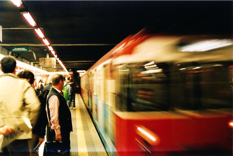 Metropolitana rossa in movimento